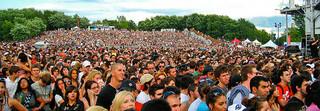 Concert Crowd (Osheaga 2009) - 30000 waiting f...