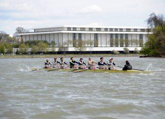 GW Men's Rowing GWU Men's Crew on the Potomac